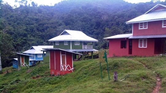 Casas de realojo realizadas con materiales no consensuados con la Comunidad