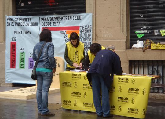 Concentración y acción de calle contra la pena de muerte en Pamplona
