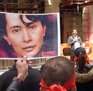 Manifestantes por Suu Kyi