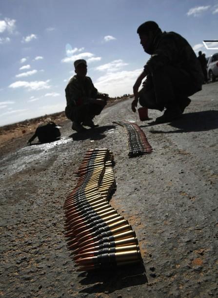 Rebeldes toman posición cerca de la instalación petrolera de Ras Lanuf 06 de marzo 2011