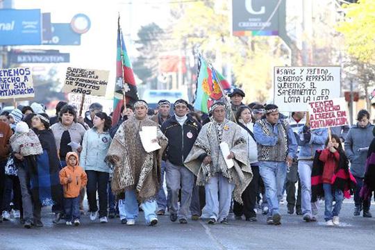 Marcha mapuche en defensa de sus derechos